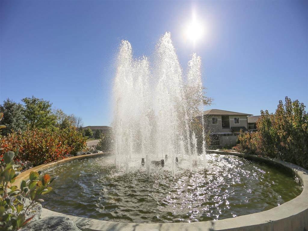 beautiful fountain at Villas at Wilderness Ridge in Lincoln Nebraska
