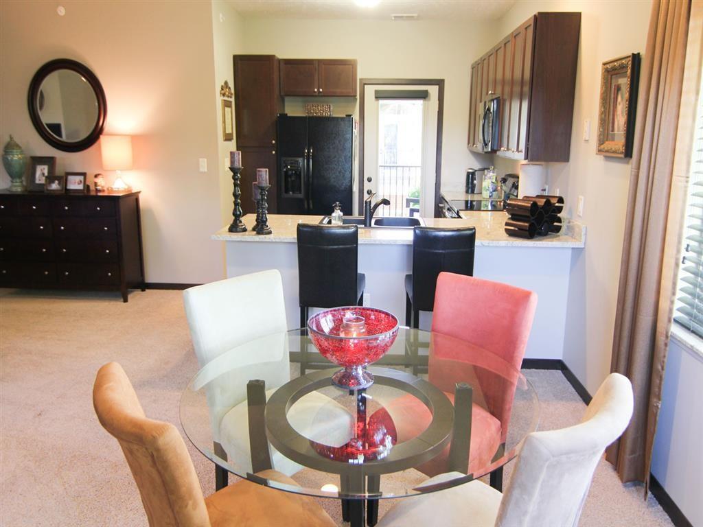 dining area at Villas at Wilderness Ridge in Lincoln Nebraska