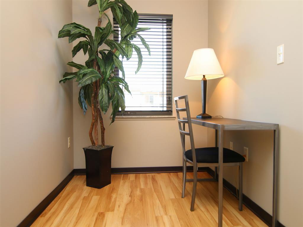 desk area at Villas at Wilderness Ridge in Lincoln Nebraska