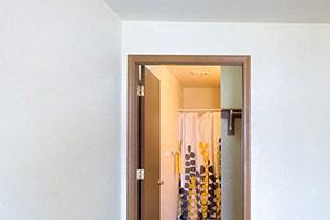 1st bedroom features an en suite with walk in closet