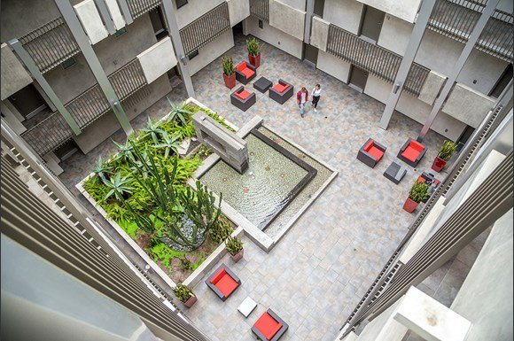 West-Los-Angeles-Apartments-NMS-1759-Beloit-Courtyard