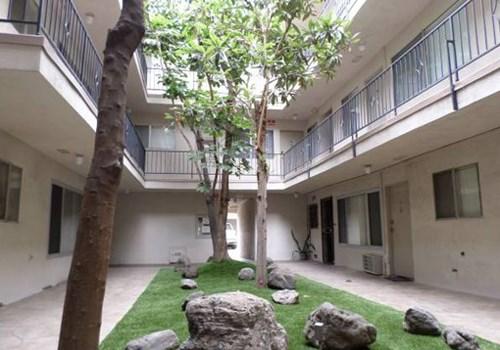Oxford Apartments Community Thumbnail 1