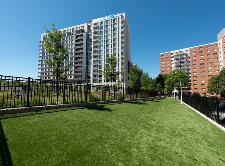 Beautifully Landscaped Grounds at The Pearl, Maryland