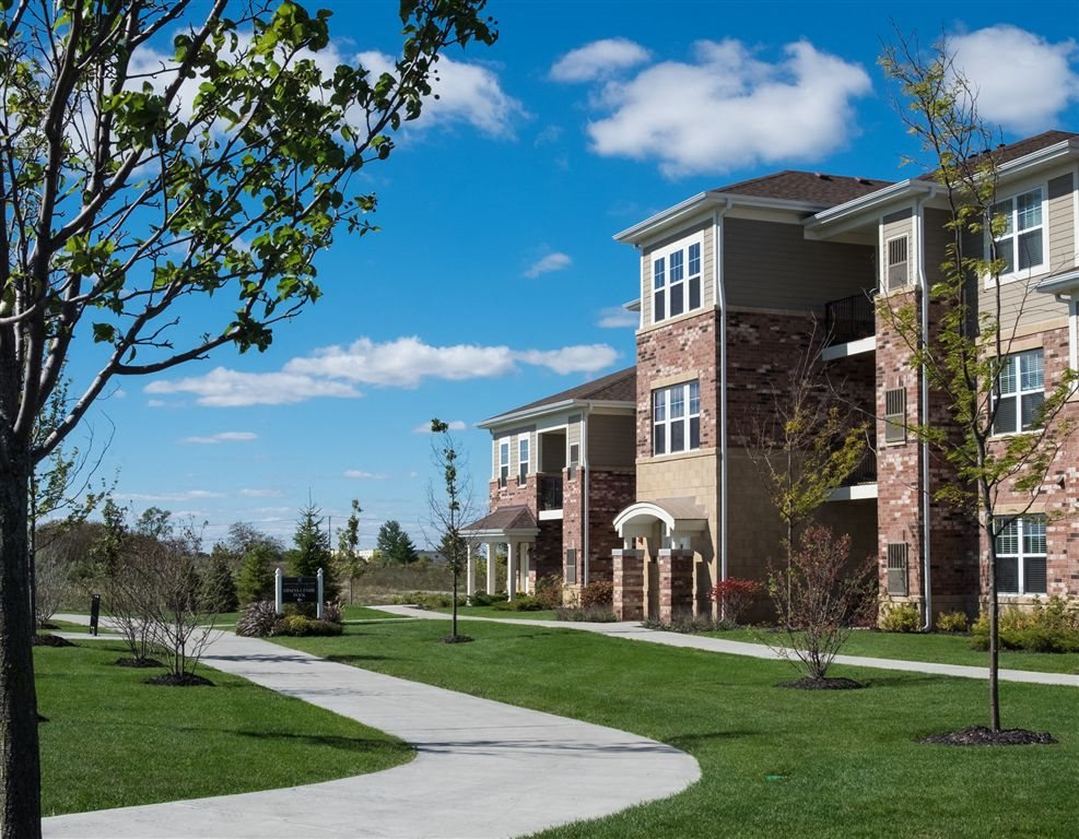 Professional Landscaping and Gorgeous Grounds at Algonquin Square Apartment Homes, Algonquin, IL, 60102