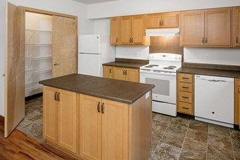 8510 SE Steele Street 1 Bed Apartment for Rent Photo Gallery 1