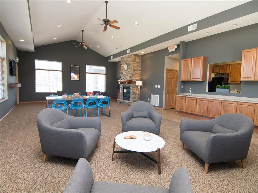 seating area at Stone Ridge Estates in Lincoln Nebraska