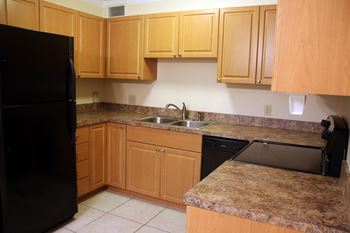 318-324 Southwind Drive 3 Beds Apartment for Rent Photo Gallery 1