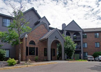 10275 Greenbrier Road 1-3 Beds Apartment for Rent Photo Gallery 1