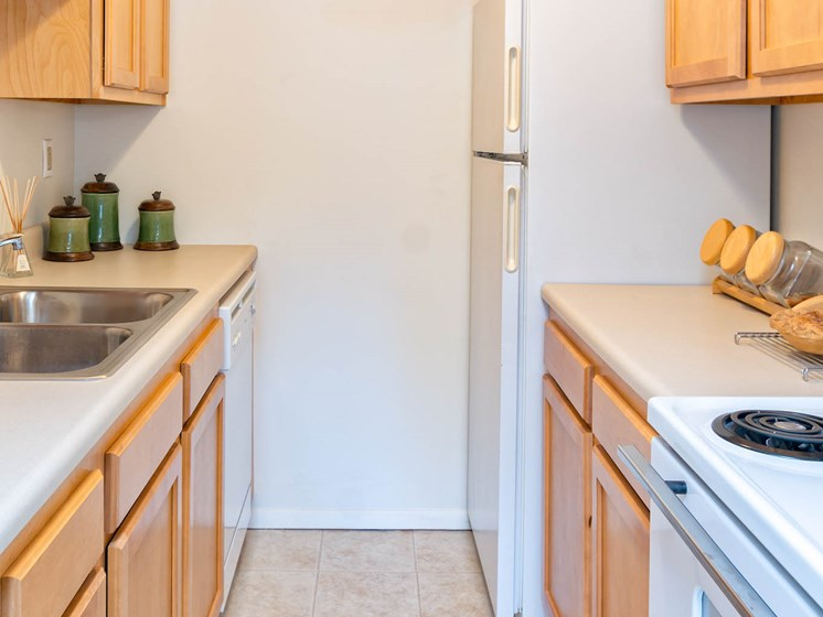 Kitchen With Appliances at Long Pond Shores Waterfront Apartments, Rochester, NY