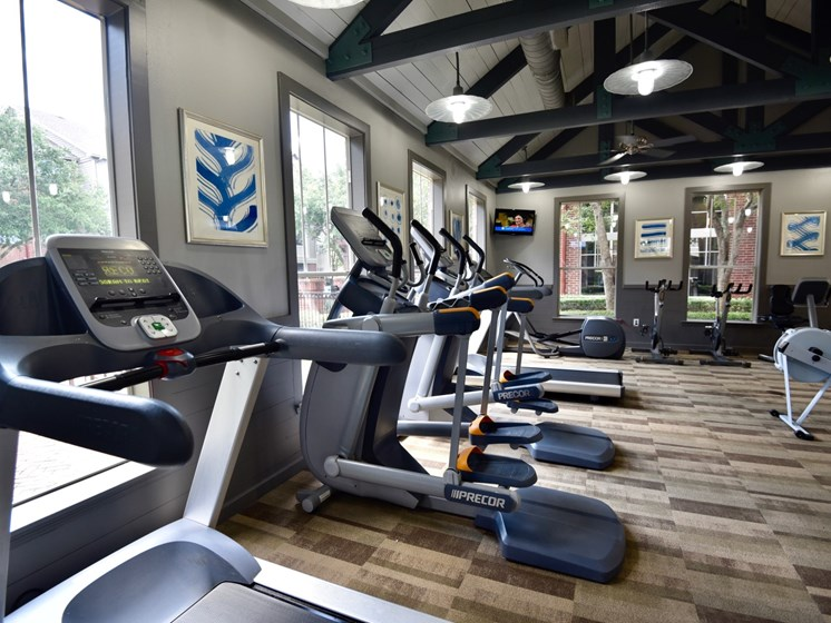 apartments in medical center houston with fitness center