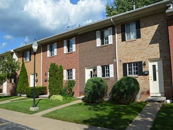 95 Elmwood Terrace 1-3 Beds Apartment for Rent Photo Gallery 1