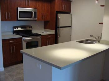131 Lighthouse Avenue 2 Beds Apartment for Rent Photo Gallery 1