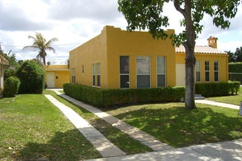 618 30th Street Studio Apartment for Rent Photo Gallery 1