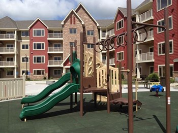 6125 Vicksburg Lane N 1-3 Beds Apartment for Rent Photo Gallery 1