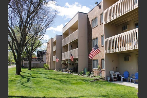 Washington Square Apartments, 2060 5th St, White Bear Lake, MN ...