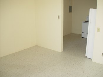 508-512 Northwood Road 2 Beds Apartment for Rent Photo Gallery 1
