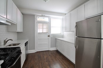 1026 Washington Blvd. Studio-1 Bed Apartment for Rent Photo Gallery 1