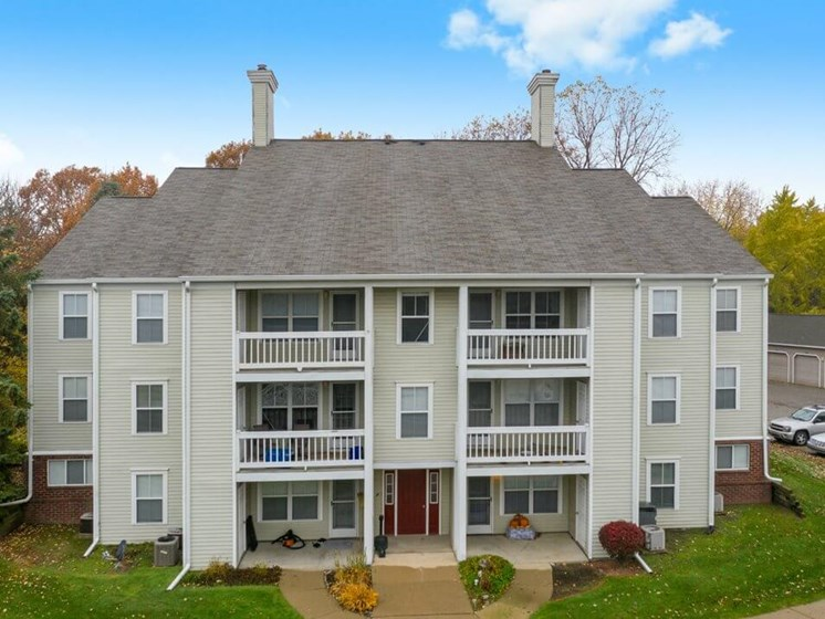 Aparments in Howell MI with balconies/patios