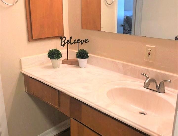 Designer Bathroom Suites, at Cambridge Court Apartments, Texas, 75965