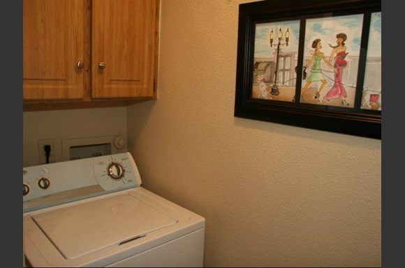Washer Dryer In Apartment At Summit Ridge Apartments Texas
