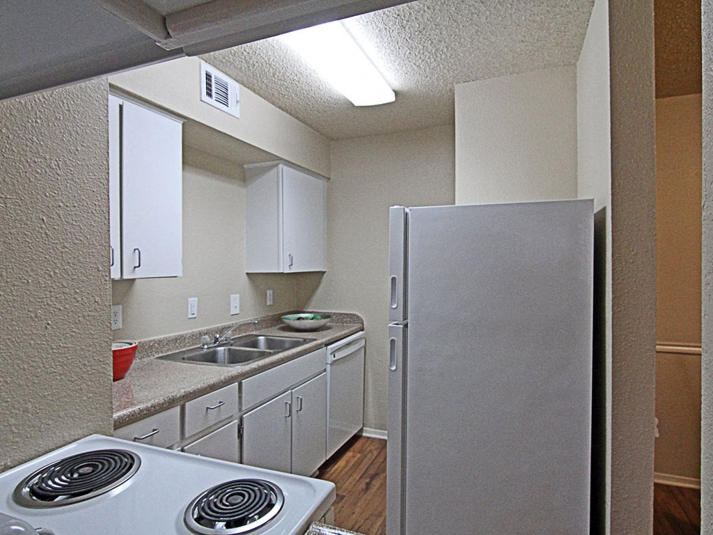 Apartment kitchen at Parks on the Green, Temple, TX