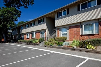 4707 SE Boardman Avenue 1-3 Beds Apartment for Rent Photo Gallery 1