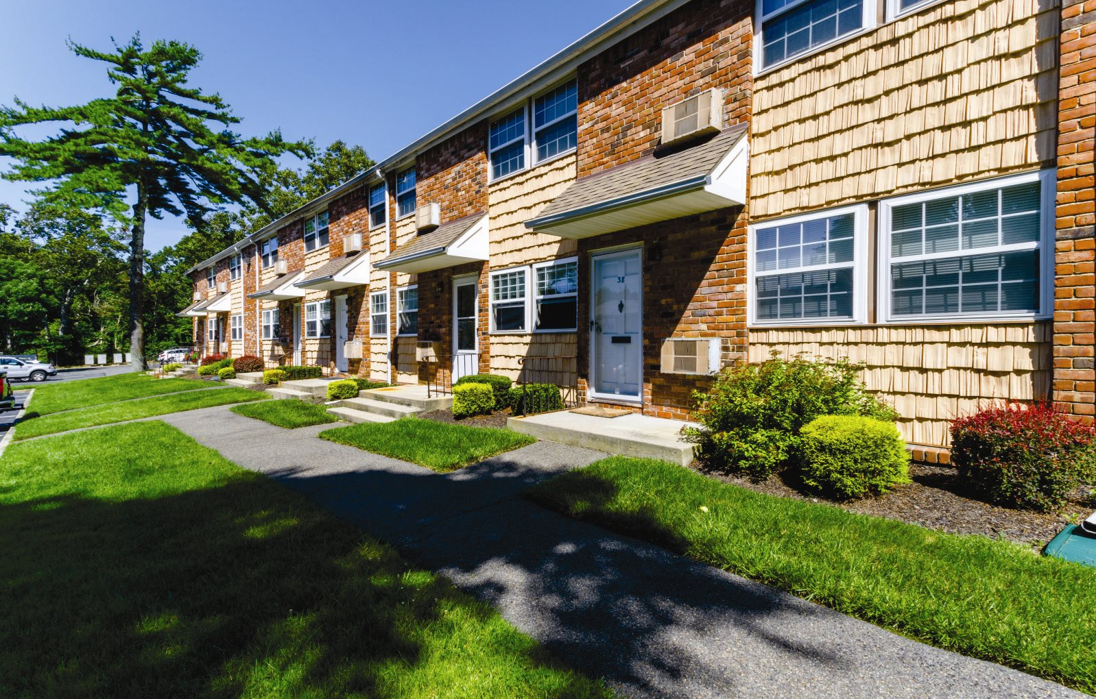 Exterior Apartment building Hampton Bays