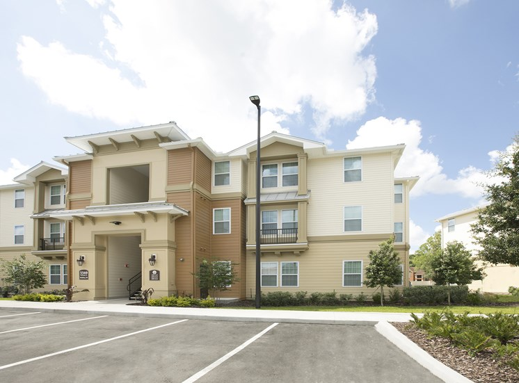 Goldenrod Pointe Apartments for rent in Winter Park, FL. Make this community your new home or visit other Concord Rents communities at ConcordRents.com. Building exterior