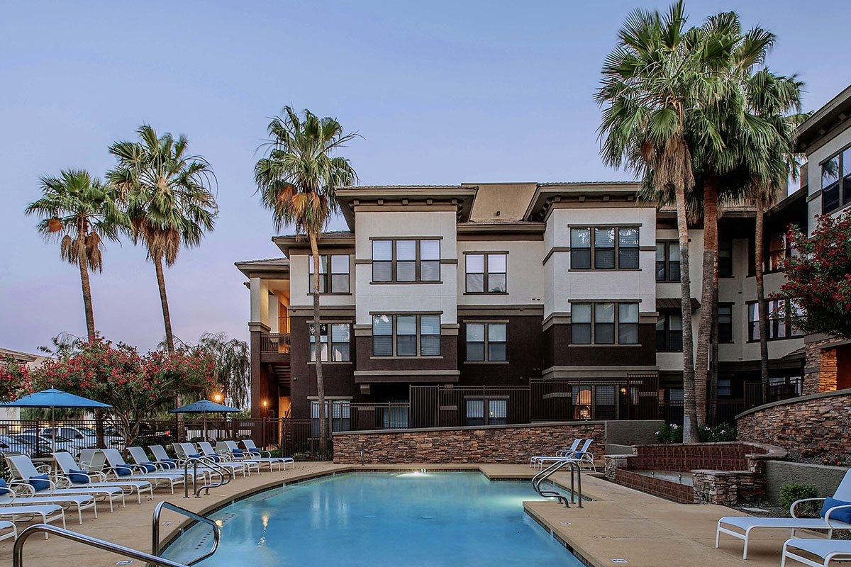Beautiful Swimming Pool at Apartments Near Desert Ridge AZ