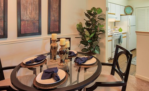 Waterman's Crossing Apartments dining area