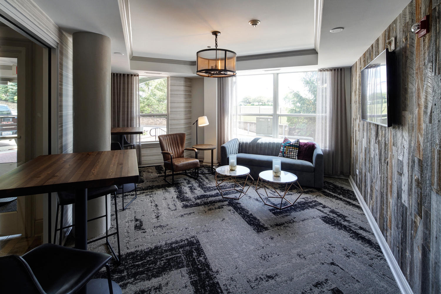 Resident Lounge and Gathering Room at City View at the Highlands, Illinois