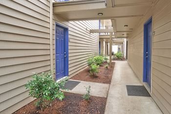 165 SW Eastman Pkwy #30 Studio-2 Beds Apartment for Rent Photo Gallery 1
