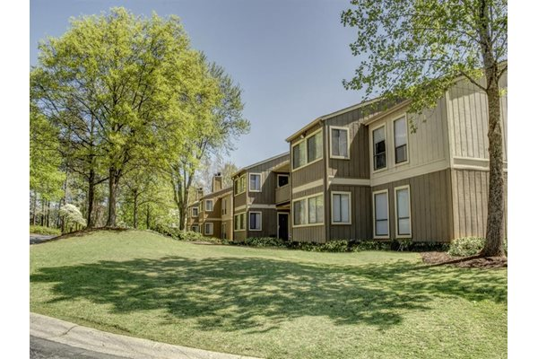 Professionally Landscaped Grounds at The Pointe at Norcross Apartments in Norcross GA