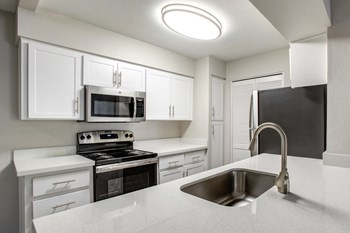 7250 S Kyrene Rd 1-2 Beds Apartment for Rent Photo Gallery 1