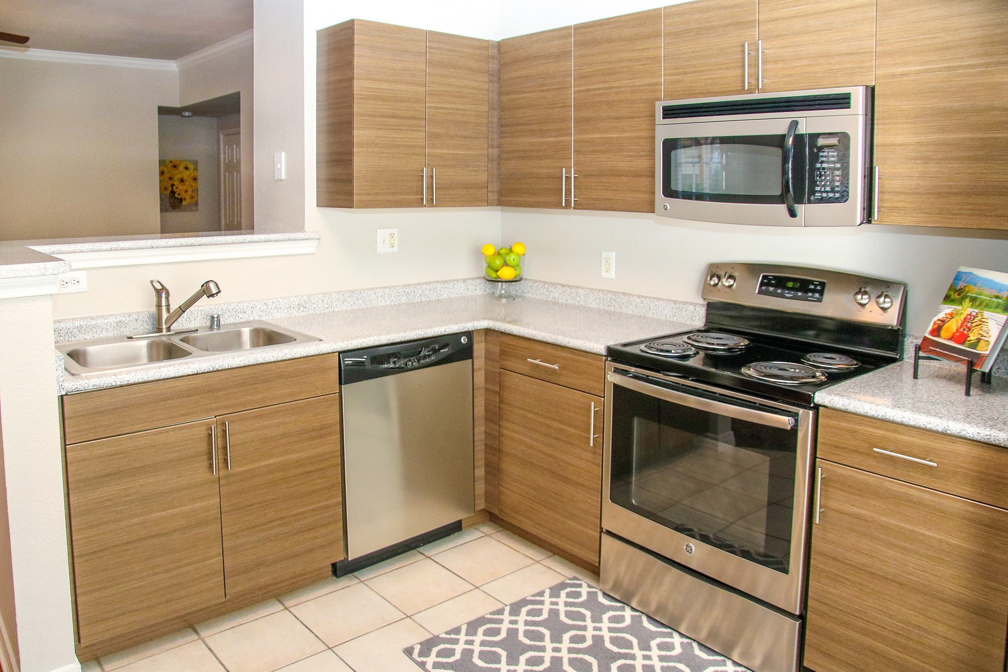 Deluxe Kitchen at 7900 at Park Central Apartments in Dallas, TX