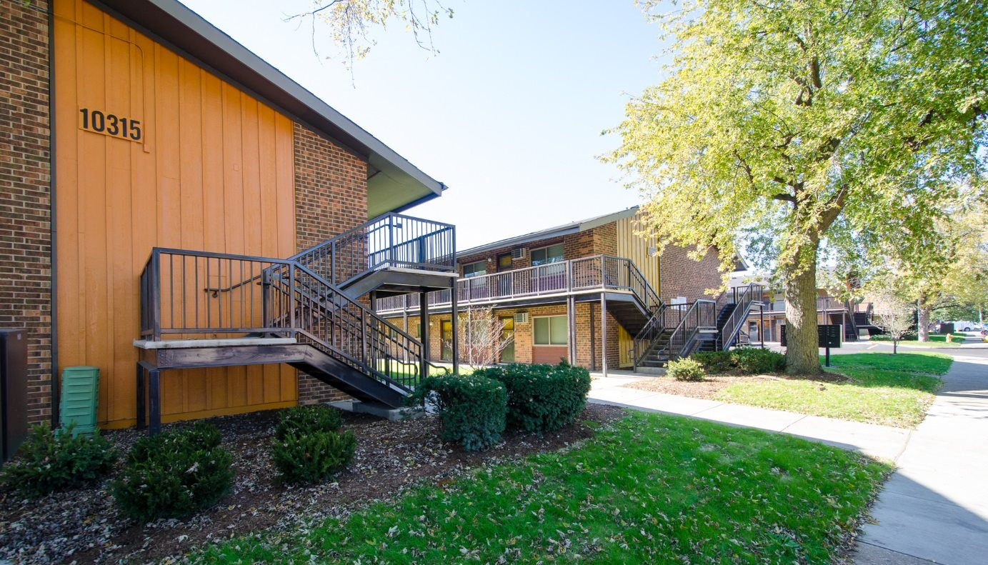 Casa heritage apartments in melrose park il for Kitchen and bath design melrose park