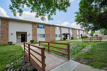 4800 North Post Road 1-2 Beds Apartment for Rent Photo Gallery 1