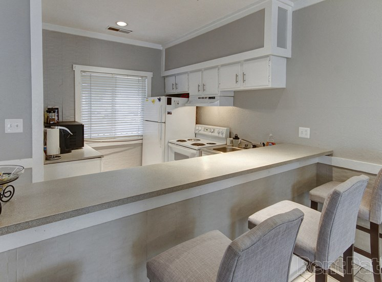 Well Equipped Eat-In Kitchen at Lake Camelot Apartments, Indianapolis, IN, 46268