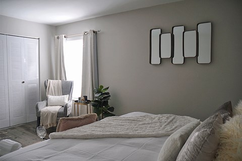 Bedroom at Pickwick Farms Apartments, Indianapolis, IN