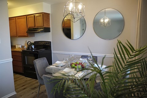 Dining Area at Pickwick Farms Apartments, Indianapolis, IN