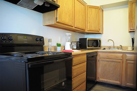 Kitchen at Pickwick Farms Apartments, Indianapolis, IN