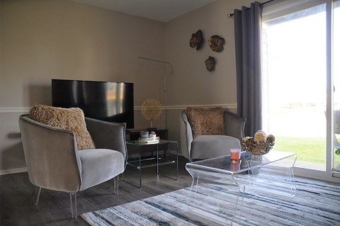 Living Room at Pickwick Farms Apartments, Indianapolis, IN