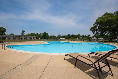 Swimming Pool With Relaxing Sundecks at Pickwick Farms Apartments, Indiana