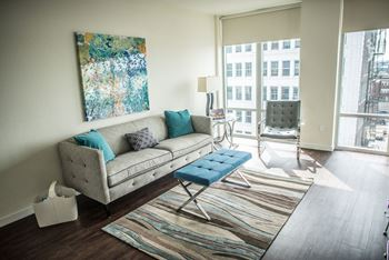 115 E Walnut Studio Apartment for Rent Photo Gallery 1
