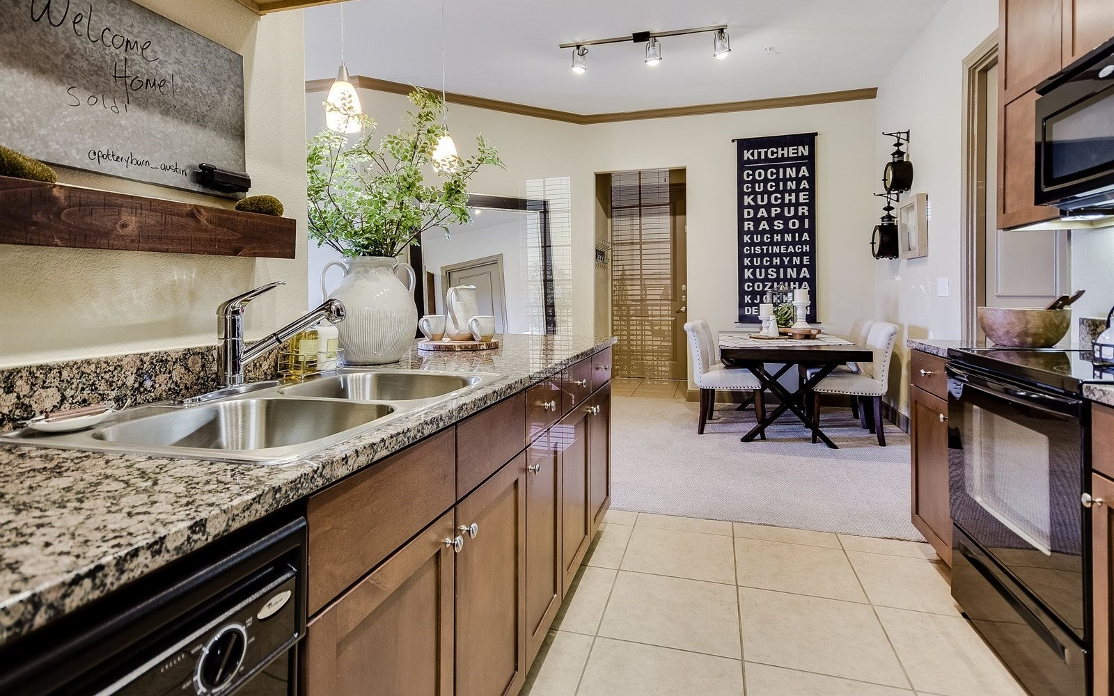 Cabinetarble Counters At 3500 Westlake Apartments In Austin Tx