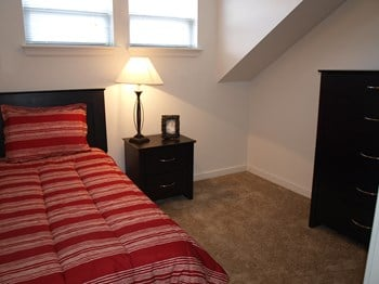 728 West Marshall Street Studio-4 Beds Townhouse for Rent Photo Gallery 1
