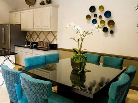 Dining Area at ALARA Links at Westridge Apartment Homes, 25330 Silver Aspen Way, CA