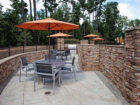 Outdoor Sitting Area at Weston Lakeside Apartments, 1017 Umstead Hollow Place