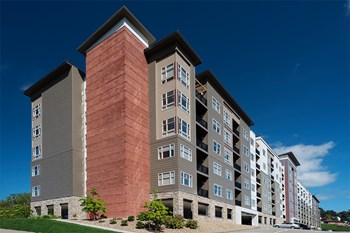 3001 McKnight East Drive 1-2 Beds Apartment for Rent Photo Gallery 1