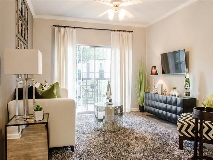 Franklin, TN Luxury Apartments - Harpeth River Oaks Apartments Living Room